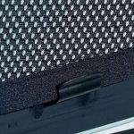 Temnjenje stekel je lepljenje folije na notranjo stran avtomobilskega stekla